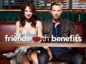 Barátság extrákkal 1. évad (2011) online sorozat